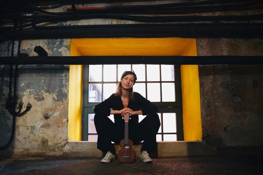 Die österreichische Singer-Songwriterin NELAVIE ©Martin Phox